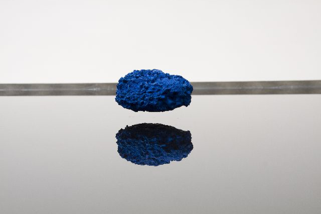 [Electromagnetic levitation fields, sponges, aluminium, water, linoleum, 120x120x35 cm.]