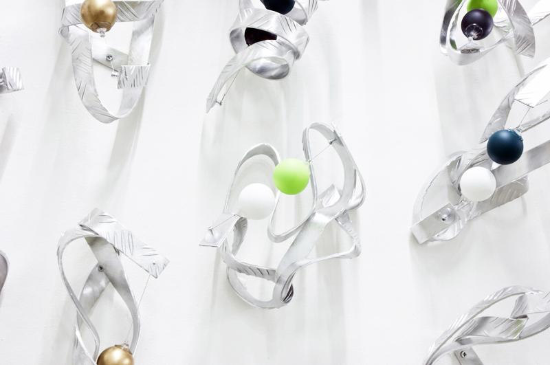 [Almond aluminium, colored ping-pong balls, wire, neodymium magnets, 200x200x25 cm]